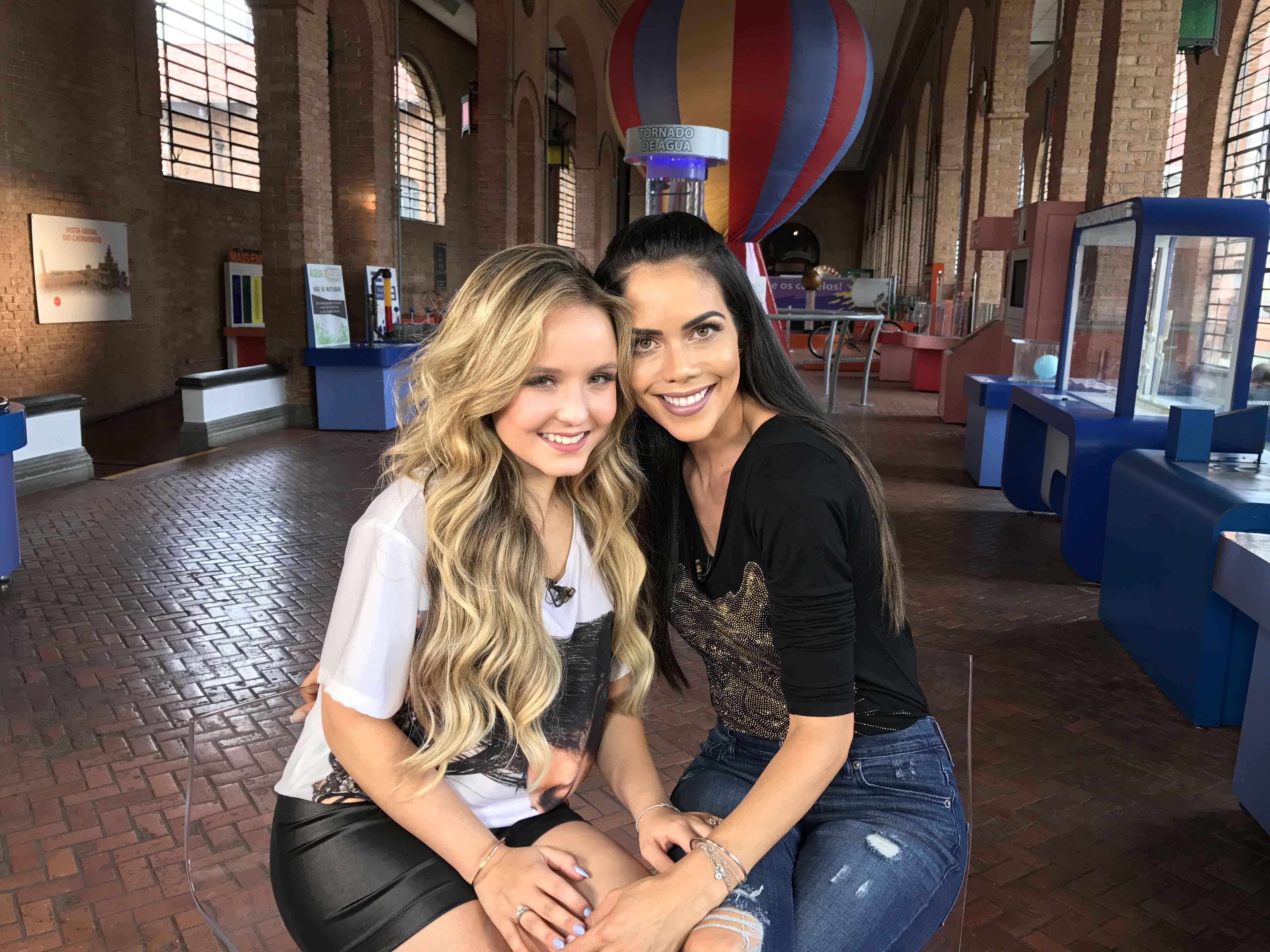 A apresentadora Daniela Albuquerque e a atriz Larissa Manoela se  encontraram no Museu Catavento, em São Paulo, para um bate-papo divertido e  repleto de ... 28baa002f4