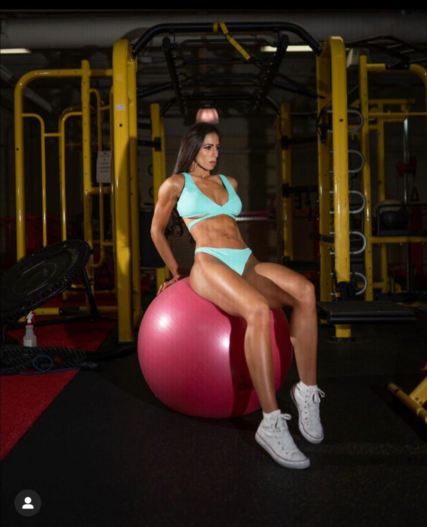 IMG 20200701 WA0078 830x1024 - Influencer Brasileira que reside em New Jersey é recordista em concursos de fisiculturismo
